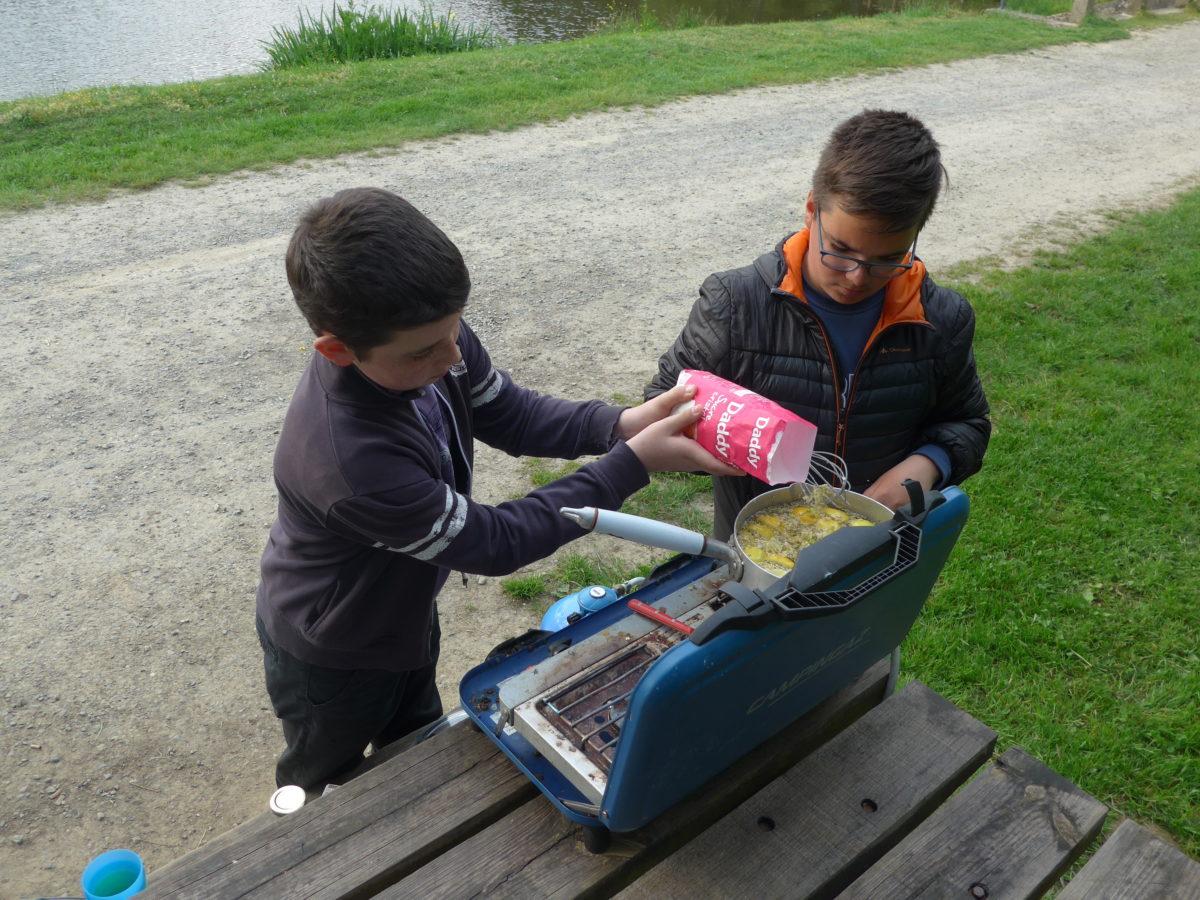Activité «Cuisine de rue», à l'étang de St Aubin d'Aubigné